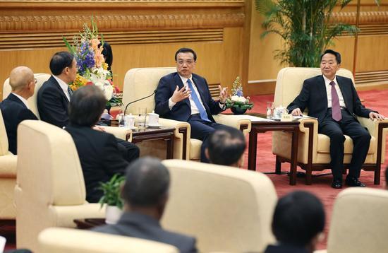 国务院总理李克强31日下午与出席亚洲新闻联盟年会的各国媒体负责人座谈。新华社 姚大伟 摄