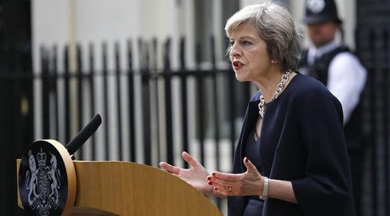 英国人民被新首相灌了一碗鸡汤
