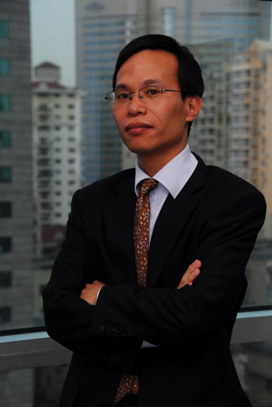 王益聪,拥有22年的证券从业经历,曾在海通证券长期从事股票自营、资产管理、研究咨询、经纪业务管理等工作,2009年创立名禹资产,担任公司的董事长兼投资总监。 投资理念:以择时体系为经,以价值、成长双轮驱动的选股策略为纬,顺势而为,以打造小回撤、大回报的绝对收益产品为最终目标。