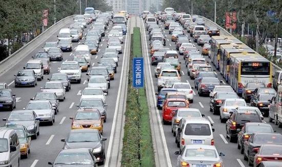 路�z*_马路修得密才能减少城市拥堵