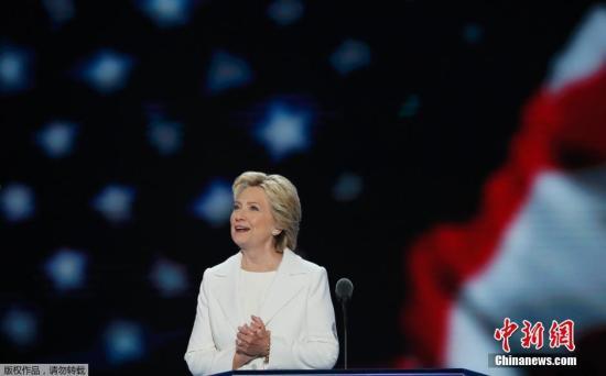 材料图:本地时刻7月29日,希拉里・克林顿正式承受民主党总统提名人提名,与共和党总统提名人特朗普睁开对决。
