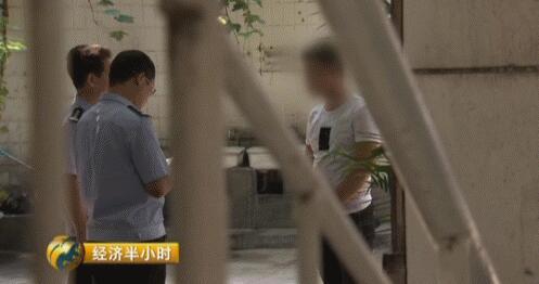 李华林质问公安机关为何冻结他的资金。