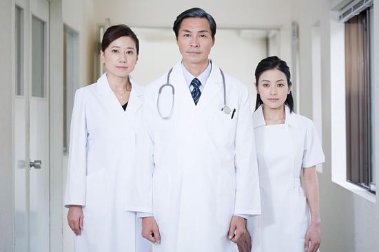 为什么中国看病比美国贵得多?