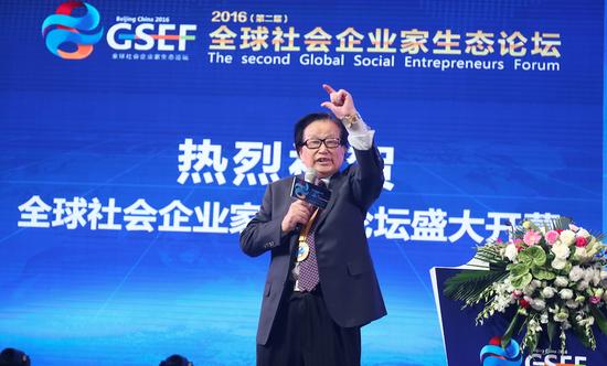 全国政协委员、世界华人教育促进会的副会长李燕杰
