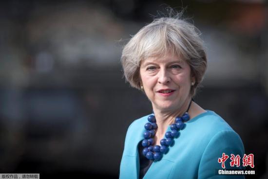 当地时间9月29日,英国索尔兹伯里市,英国首相特蕾莎-梅访问莫西亚团第1营。