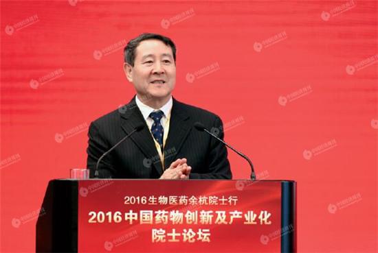 杨宝峰院士主持论坛 《中国经济周刊》视觉中心 首席摄影记者 肖翊 摄