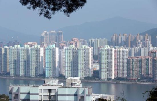 材料图像:香港沙田一带的居处区 新华社记者李鹏摄