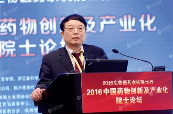 王广基院士作报告 《中国经济周刊》视觉中心 首席摄影记者 肖翊 摄