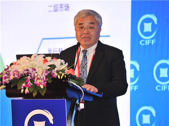 新浪财经讯 第十三届中国国际金融论坛于2016年12月15-16日在上海举行,海尔金控CIO、青岛联合信用资产交易中心有限公司CEO李大鹏出席并发言。其表示他们做信用资产,就是把发行债券,企业债、项目债提前到企业还没有把项目做起来的时候,只要你的计划是完美的,非常有把握能产生现金流,就能进行,这就是信用资产。   以下为发言实录:   李大鹏:大家好。其实我是做虚拟经济,但是虚拟经济和产业紧密结合,我一直想寻找一个路去落地。正好去年海尔提供了这么一个机会,应该说是我们要大力发展产业金融,所以就加入了