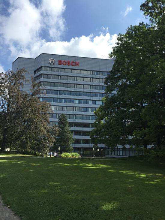 博世公司在德国斯图加特郊区的总部,一片绿树成荫鸟语花香