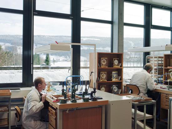 瑞士机械表大工坊的工作环境是这样的