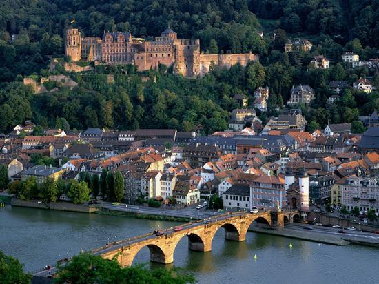 德国南部拥有诸多童话景致的耐卡河谷是古老与现代的融合