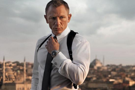 瑞士腕表,豪车和美女是007邦德的标配