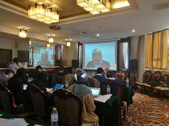2017年1月11日下午,兰世立通过视频召开了一场新闻发布会。  许文苗 图