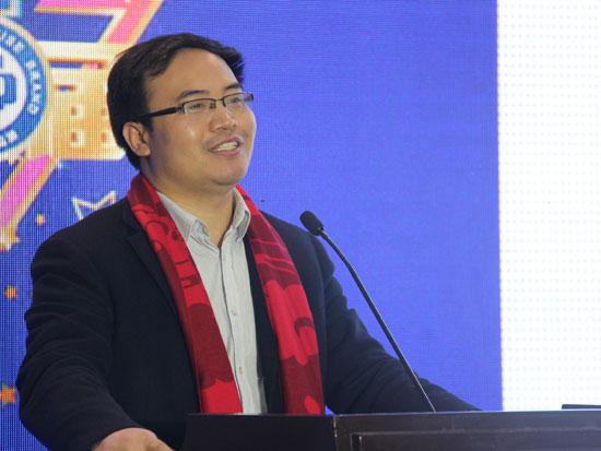 杭州万事利丝绸文化股份有限公司副总经理滕俊凯