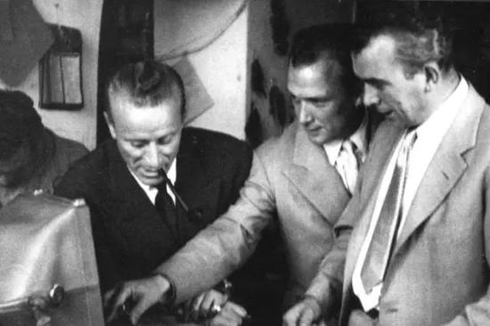 古驰二代三兄弟:从左自右分别是长子奥尔多、三子鲁道夫、二子瓦斯科