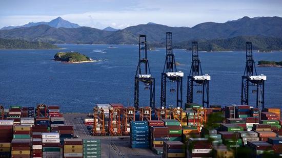 迟福林:加快推进粤港澳服务贸易一体化