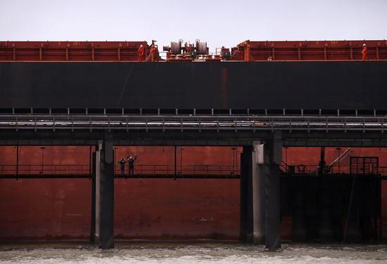2015年6月澳洲昆士兰州运煤的货轮。