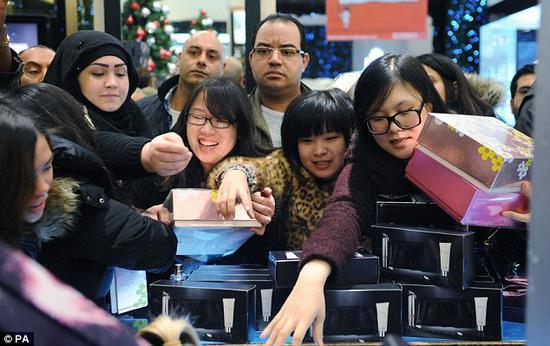 中国游客去年境外消费2610亿美元 是美国逾两倍