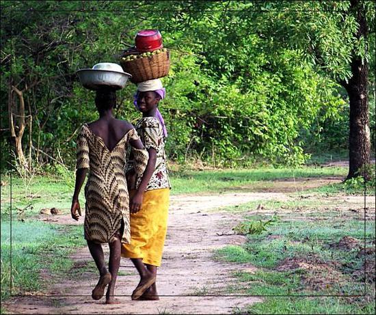 马里政府的农业发展计划,她们会成为受益者。图为马里的乡间女性