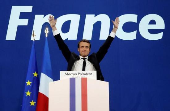 2017年4月23日,巴黎,法国大选首轮投票部分结果出炉后,中间派独立候选人马克龙庆祝胜利。 REUTERS/Benoit Tessier