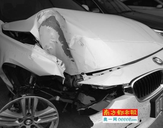 宝马车撞坏电杆气囊仍没弹出 车主:到底咋撞才弹出?
