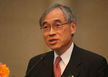 香港经济学家刘遵义:人民币没必要盯住世界最强货币