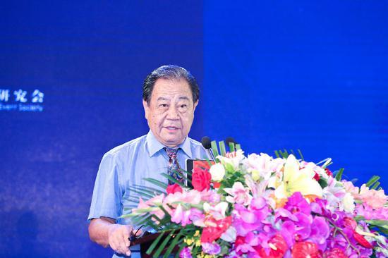 中国品牌节组委会主席、《经济日报》原总编辑艾丰