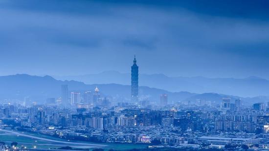 郑新立:城镇化方向将从大城市转向特色小镇