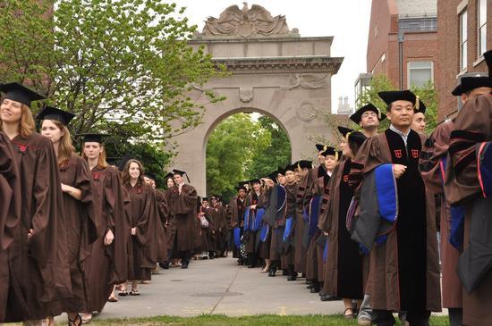 美国一常春藤大学宣布免除所有学生贷款 布朗大学