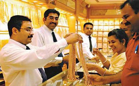 珠宝商PN Gadgil Jewellers Pvt。 Ltd。董事长Saurabh Gadgil表示,七月之后的黄金进口减少,因多数商家都已经累积了库存。