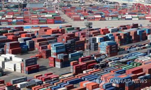 资料图片:釜山港神仙台集装箱码头(韩联社)