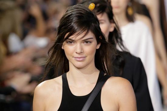 去年最赚钱超模、卡戴珊家族成员坎达尔-珍娜