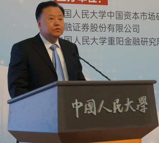 中国证监会副主席 阎庆民