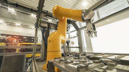 别担心机器人抢饭碗 AI将创造更多工作岗位