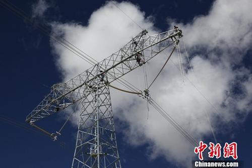 资料图:电力设施。中新社记者 罗云鹏 摄