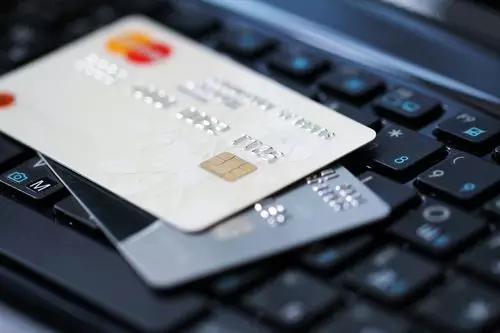 薛洪言:消费贷正在信用卡化