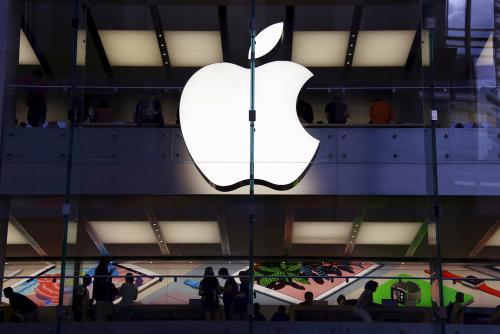 《【超越代理注册】苹果收涨逾2%再创新高 德银上调其目标价至400美元》