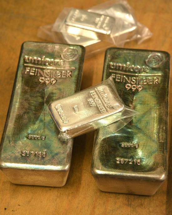 周三黄金期货价格录得5连涨 突破1800美元关口