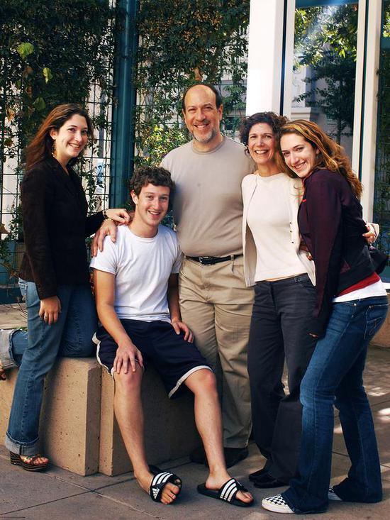 扎克伯格、他的父母和兩個姐姐