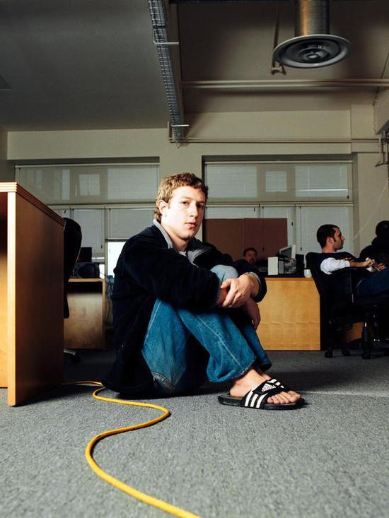 2006年3月,扎克伯格在Facebook總部辦公室