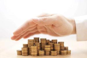 贷款中介乱象:刻假章、PS证件 造假手段层出不穷