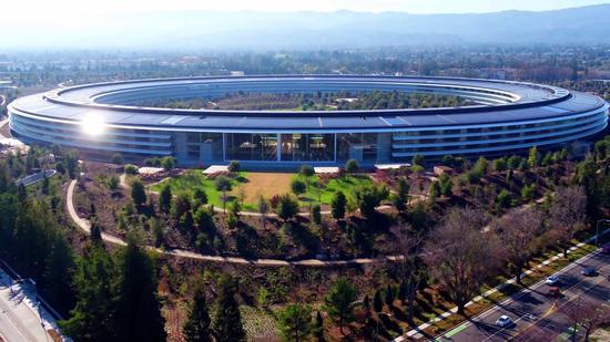 苹果公司周一宣布已实现了10年前定下的目标