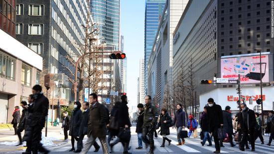 日本人事院建议公务员率先延退至65岁 促进民企延退