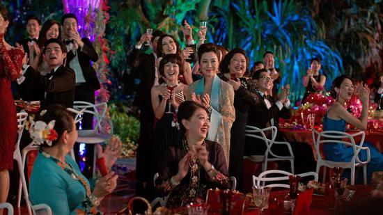 《疯狂亚洲富豪》连续第二个周末蝉联北美票房冠军