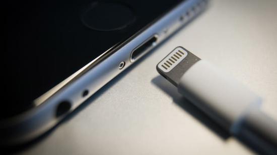 郭明�Z:2021年高配iPhone将去除Lightning充电端口
