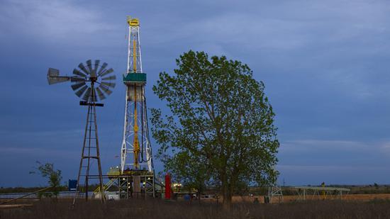 美国WTI原油周二收跌1.1% 二季度上涨92%