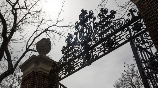 美国近60所大学支持哈佛与麻理起诉特朗普政府