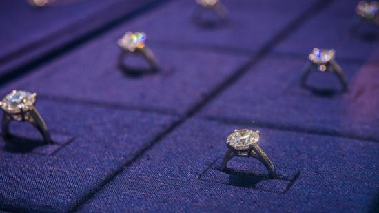 钻石行业复苏 戴比尔斯进行10多年来最大幅提价