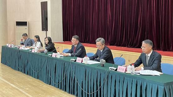 银保监会刘忠瑞:已对新增房产贷款占比较高的银行实施名单制管理